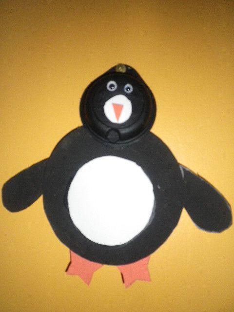 pingouin avec une capscule de tassimo