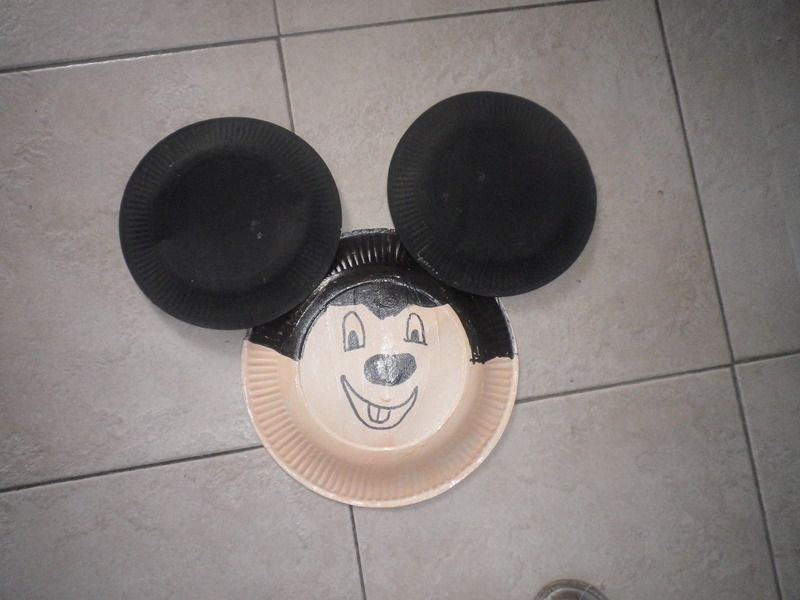 mickey en assiette en carton masque mickey avec assiette. Black Bedroom Furniture Sets. Home Design Ideas